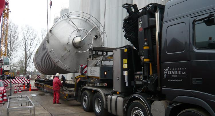 Es ist ständig ein großer Vorrat (ca. 600) an gebrauchten Tanks vorhanden, die sofort lieferbar sind.